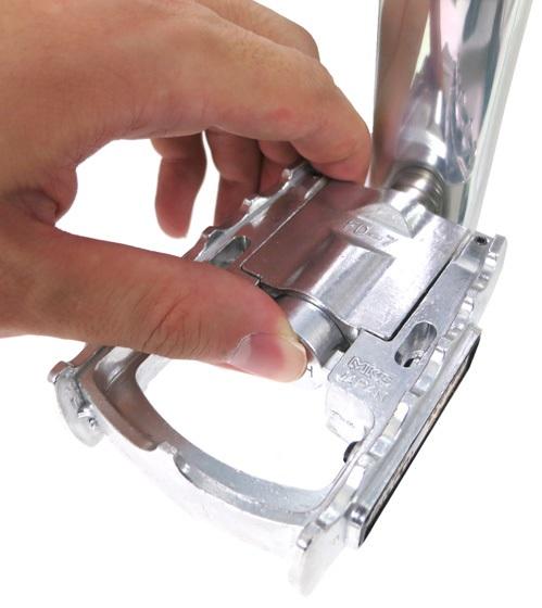 ブリヂストン トランジットスポーツG26(TSG268)ペダルの折りたたみボタン